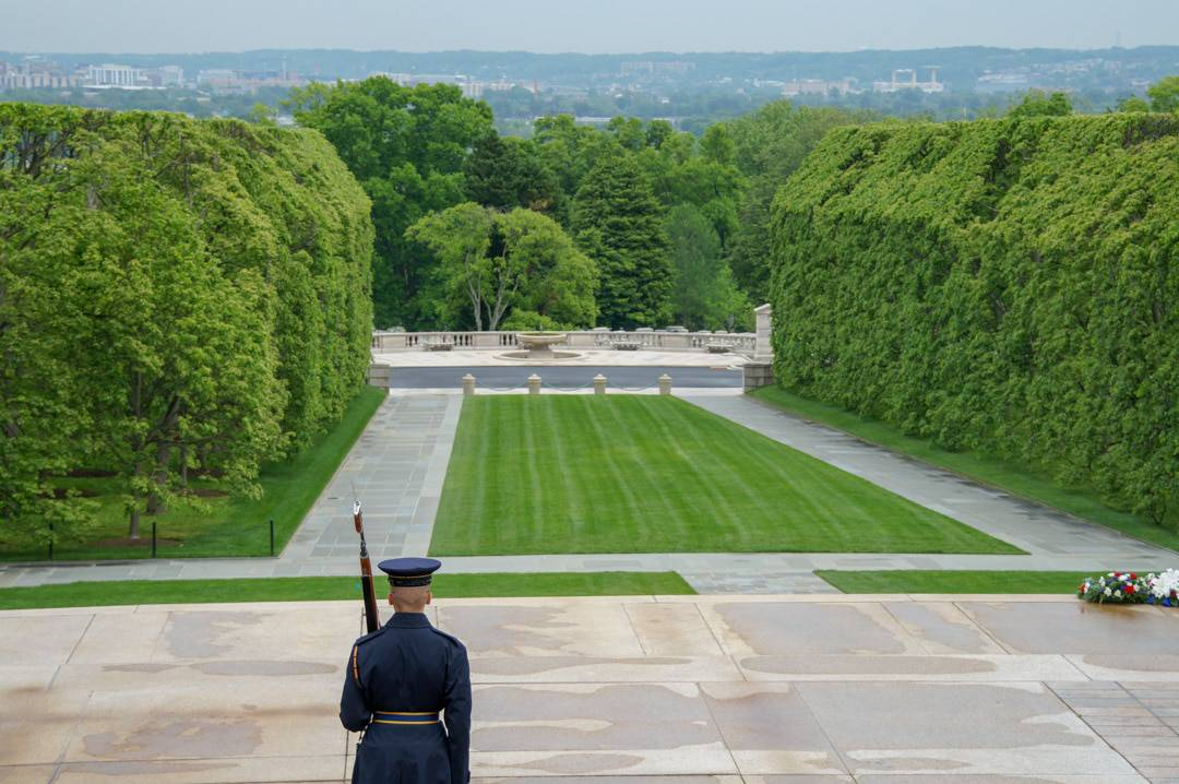 Soldier guards Arlington Cemetary